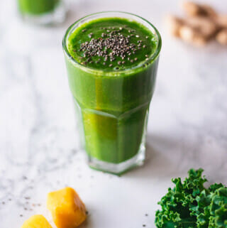 Recipe for a healthy green breakfast smoothie