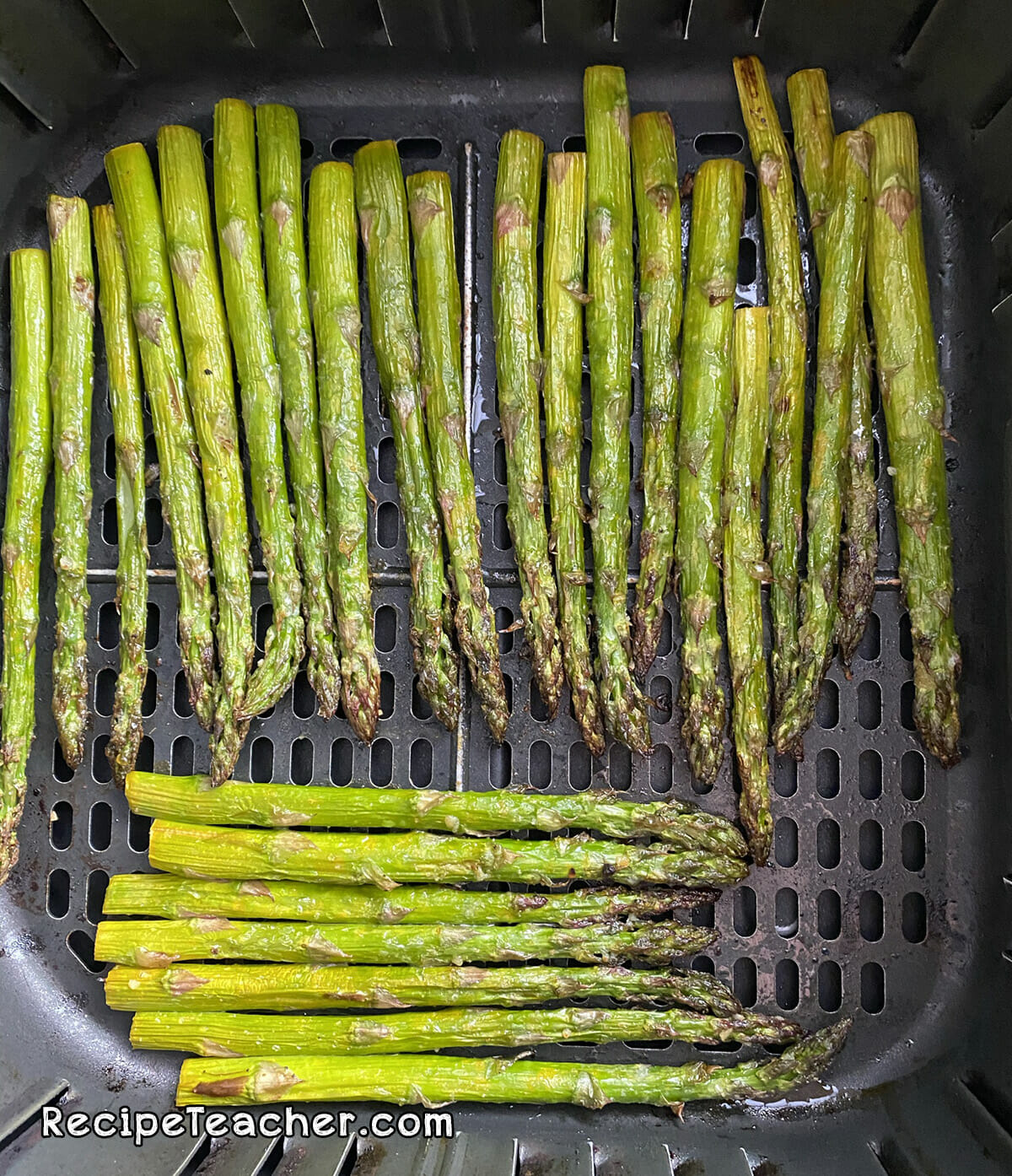 Perfectly roasted air fryer asparagus