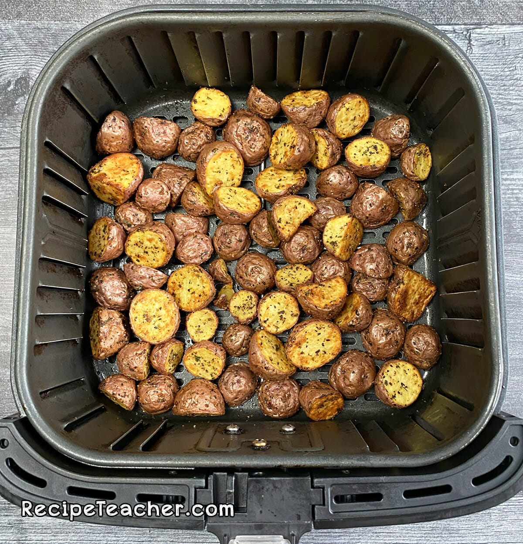 air fryer garlic herb roasted potatoes