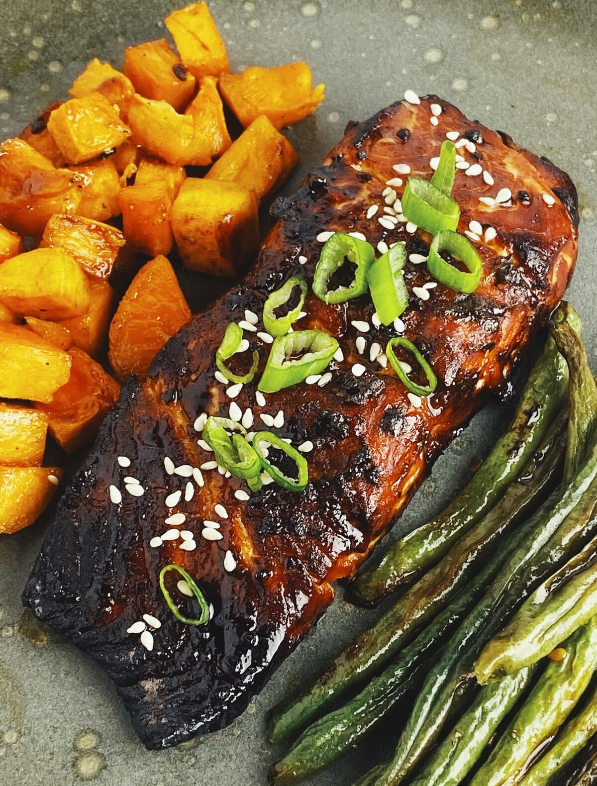 Recipe for sweet and spicy air fryer Asian salmon
